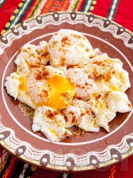Варени забулени яйца (поширани) - снимка на рецептата